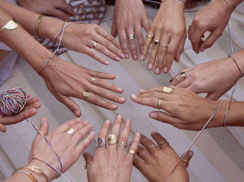 Hands String